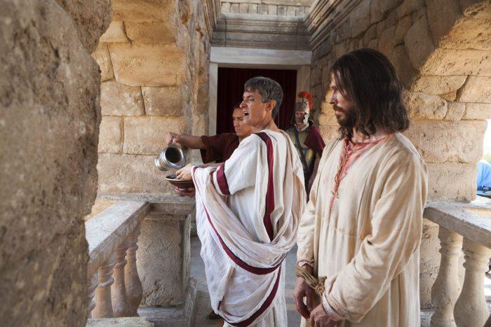 Pilátus mossa a kezét